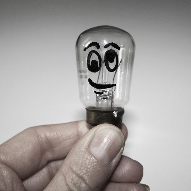 light-bulb-1745913_640